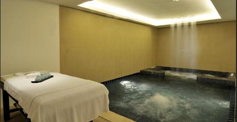 Massage Room with a pool